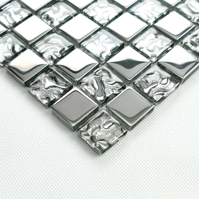 Silver glass tile backsplash ideas bathroom mosaic tiles for Dosseret salle de bain